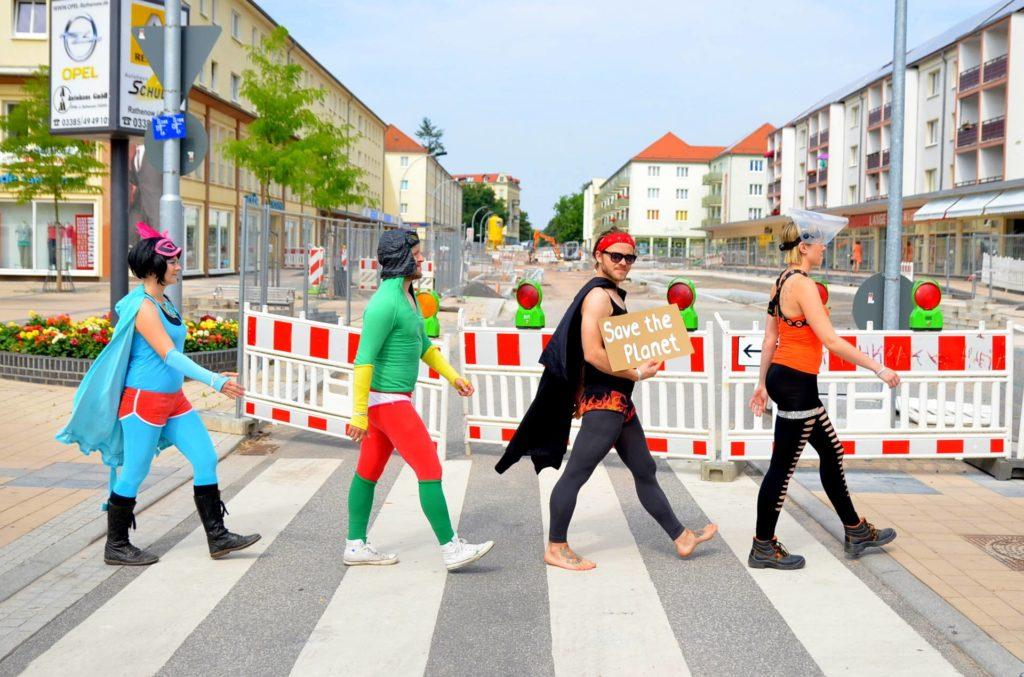 Umwelt, Leben, Menschen, Müll, aufräumen, SUperhelden, Berlin, Innsbruck